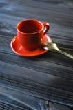 Klassischer doppelter Espresso auf hölzerner Tabelle Lizenzfreie Stockfotografie