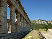 Klassischer griechischer (Doric) Tempel bei Segesta Stockbild