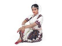 Klassischer indischer weiblicher Tänzer stockbild