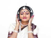 Klassischer indischer weiblicher Tänzer lizenzfreies stockfoto
