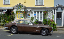 Klassischer Jensen Car auf Woodbridge-Marktplatz Stockbilder