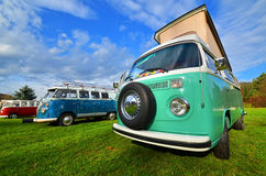 Klassischer kampierender Packwagen VW-Transporters Stockfoto