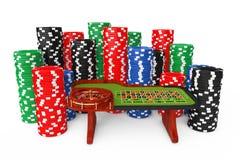 Klassischer Kasino-Roulettetisch mit bunten Poker-Kasino-Chips Stockbilder
