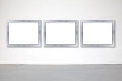 Klassischer Rahmen auf Weißzementwand in der Galerie Stockbild