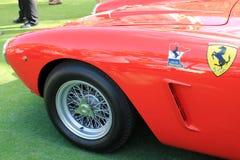 Klassischer roter italienischer Rennwagen Stockfotos