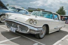 Klassischer Sahne-Ford Thunderbird Lizenzfreie Stockfotos