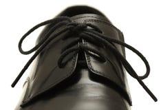 Klassischer Schuh der schwarzen Männer auf weißem Hintergrund Stockfotografie