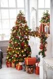 Klassischer weißes Weihnachtsinnenraumhintergrund Stockbild