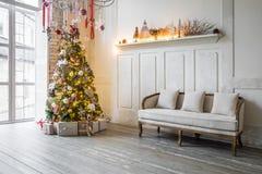 Klassischer weißes Weihnachtsinnenraumhintergrund Lizenzfreie Stockbilder