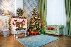 Klassischer weißes Weihnachtsinnenraumhintergrund Stockfotos