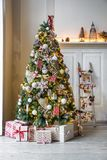 Klassischer weißes Weihnachtsinnenraumhintergrund Lizenzfreie Stockfotos
