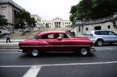 Klassisches altes amerikanisches Auto auf den Straßen von Havana Stockbild