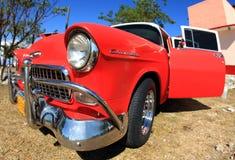 Klassisches altes Auto ist rote Farbe Lizenzfreies Stockfoto