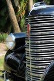 Klassisches amerikanisches Autodetail des Grills Stockfotos