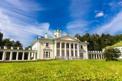 Klassisches Architekturvillenäußeres Lizenzfreies Stockbild