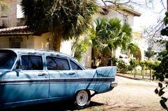 Klassisches Auto und Haus stockfoto