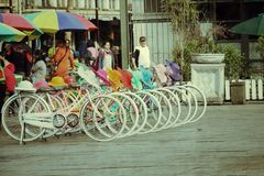 Klassisches buntes Fahrrad Stockfotografie