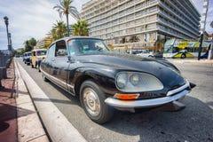 Klassisches Citroen-Auto iin, das während einer Parade Nizza ist Lizenzfreies Stockfoto