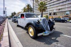Klassisches Citroen-Auto iin, das während einer Parade Nizza ist Lizenzfreie Stockfotografie