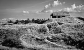 Klassisches Feiertagshaus in den Dünen, Dänemark Lizenzfreie Stockbilder