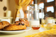 Klassisches französisches Frühstück Stockfotografie