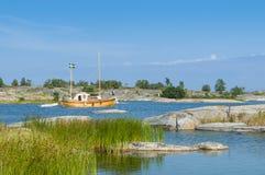 Klassisches hölzernes Motorboot Stora-nassa Stockholm-Archipel Lizenzfreie Stockfotos
