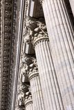 Klassisches Kolonnaden-Detail lizenzfreies stockbild