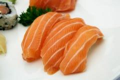Klassisches Lachssushi nigiri Japanisches Lebensmittel, Nahaufnahme Lizenzfreie Stockfotos