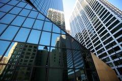 Klassisches New York - Reflexionen in den Wolkenkratzern Stockbild
