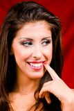 Klassisches Portrait der attraktiven jungen Frau stockbild