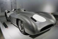 Klassisches racingcar ab 1950 für Straßenrennen lizenzfreie stockfotos