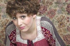 Klassisches Retrostilmodeporträt des jungen Pin-up-Girl amer Stockfotos