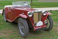 Klassisches rotes Auto Lizenzfreies Stockfoto