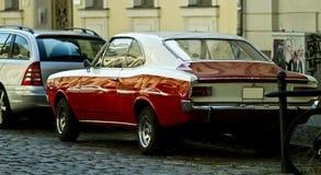 Klassisches rotes Auto Lizenzfreie Stockfotos