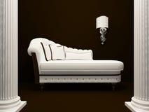 Klassisches Sofa mitten in Pfosten Lizenzfreie Stockbilder