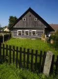 Klassisches tschechisches hölzernes Haus Lizenzfreies Stockbild