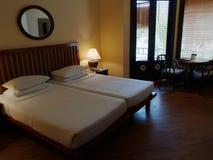 Klassisches zeitgenössisches Schlafzimmer Lizenzfreies Stockfoto