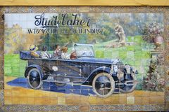 Klassisk annons för keramisk tegelplatta av Studebaker i Seville, Spanien Fotografering för Bildbyråer
