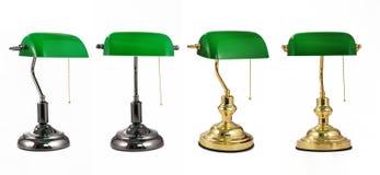 Klassisk bankirskrivbordlampa med den guld- handtagkedjan, TABELLlampa, tabellljus, skrivbordlampa, skrivbordbelysning Arkivfoto