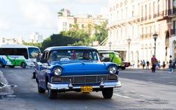 Klassisk bil för amerikansk taxi i den havana staden Royaltyfri Foto
