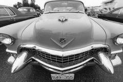 Klassisk bil för exotisk tappning på skärm på en regnig dag Arkivbild