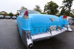 Klassisk bil för exotisk tappning på skärm på en regnig dag Fotografering för Bildbyråer