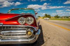 Klassisk bil i havannacigarren, Kuba arkivbilder