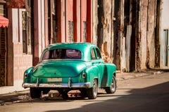 Klassisk bil i havannacigarren, Kuba arkivbild
