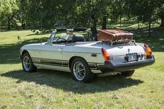 Klassisk bil med bagagehyllan Arkivbilder