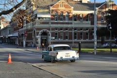 Klassisk bil och arkitektur Royaltyfria Bilder