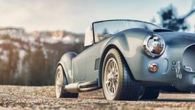Klassisk bil som parkeras i bergen i morgonen Arkivfoton
