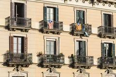 Klassisk bostads- byggnad, Barcelona Royaltyfri Fotografi