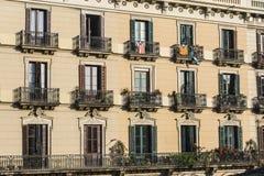 Klassisk bostads- byggnad, Barcelona Royaltyfri Foto