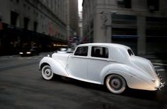 Klassisk bröllopbil Arkivfoto